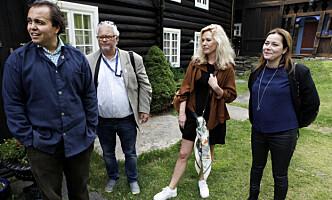 <strong>PÅ VINSTRA:</strong> (Fra venstre) Christian Mikkel Dobloug, daglig leder av Peer Gynt-gården i Vinstra, Stein B. Olsen i Visit Lillehammer, Julie Andem og Marianne Furevild, Skam-produsent i NRK. Foto: Anders Grønneberg / Dagbladet