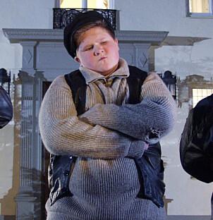 <strong>«SAKEN ER BIFF»:</strong> Biffen prøvde stadig å ødelegge for Egon, samtidig som han ville rappe kjæresten til Kjell, Valborg. Foto: Nordisk Film &amp; TV