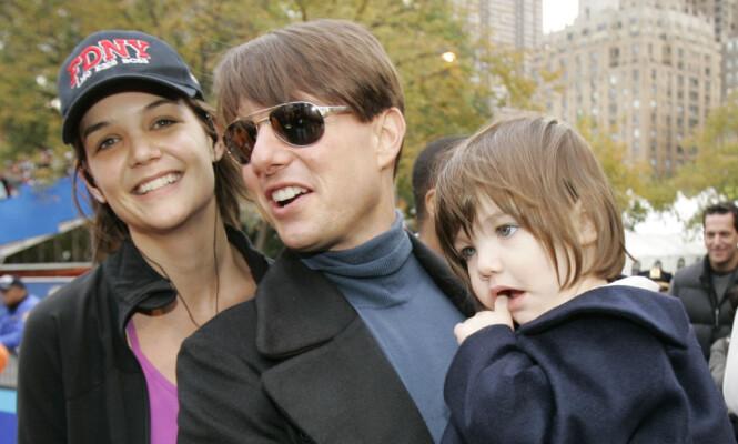 DEN GANG DA: Katie Holmes og Tom Cruise gikk fra hverandre fem år etter dette bildet ble tatt. Her er den tidligere duoen sammen med datteren i 2007. Foto: Ap