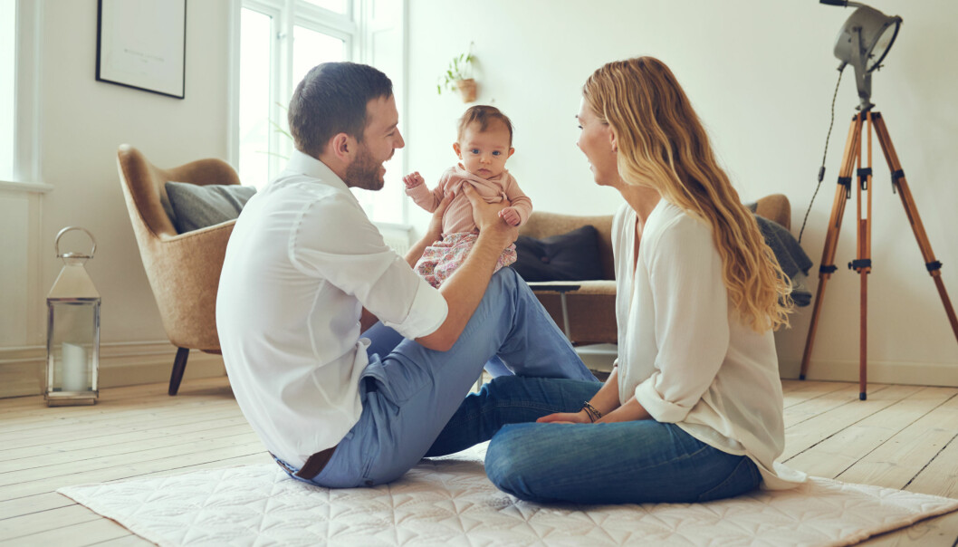 ANNEN HVERDAG: Unge ektepar har ofte en annen hverdag enn de eldre. Og med små barn i hus er det ikke alltid at forholdet har førsteprioritet. FOTO: NTB scanpix