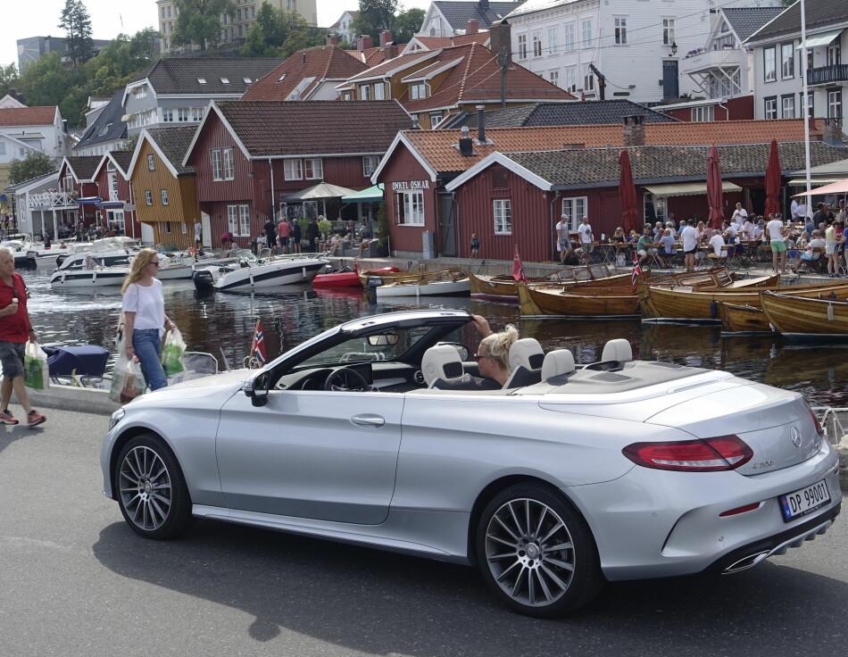 POSH: Mercedes har virkelig fått dreisen på designen. Lille C-klasse Cabriolet oser luksus og besitter svært høy komfort. Foto: Rune M. Nesheim