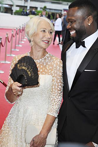 GOD STEMNING: Etter dette møtet mellom rapperen 50 Cent og skuespiller Helen Mirren har han innrømmet at han har et godt øye til skuespillerkollegaen. Foto: NTB Scanpix