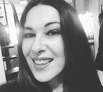 EKSPERT: Jasmine Staahl ved Oslo Hair and Beauty forklarer at sommeren kan skade håret på mange måter. Foto:PRIVAT
