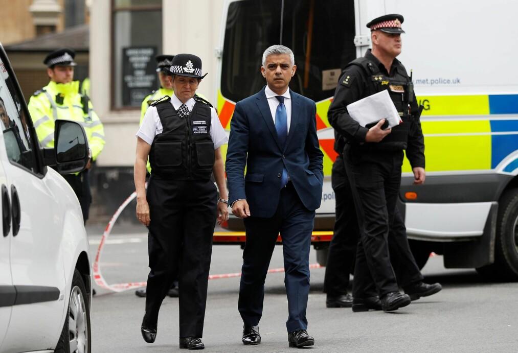 <strong>TERROR:</strong> Før London-borgermester Sadiq Khan kalte angrepet på muslimer i London i juni for terror, var det få medier som brukte betegnelsen, skriver kronikkforfatteren. Her besøker han og politisjef Cressida Dick stedet der angrepet på London Bridge og Borough Market fant sted 5. juni. Foto: Peter Nicholls / Reuters / NTB Scanpix