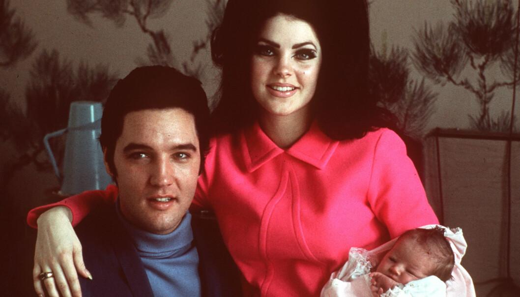 ELVIS PRESLEY: 16. august 2019 var det 42 år siden Elvis Presley gikk bort. Her med kona Priscilla Presley og deres eneste barn Lisa Marie Presley. Hun kom til verden i 1968. Foto: NTB Scanpix