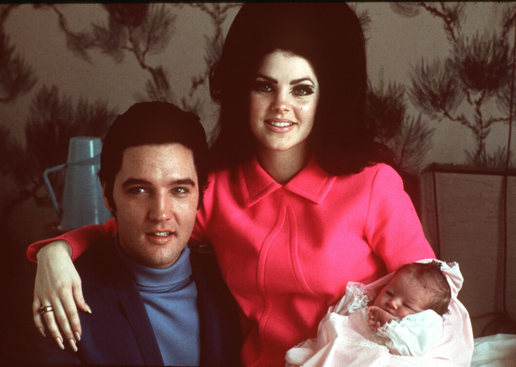 <strong>ENESTE DATTER:</strong> Elvis og Priscilla Presley med datteren Lisa Marie - som ble født nøyaktig ni måneder etter at de giftet seg i 1967. Foto: NTB Scanpix