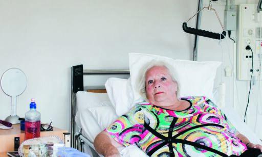 image: Edith (83) bor på sykehjem. Truls (44) soner en fengselsstraff. Begge sitter for det meste inne