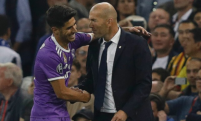 FORBILDE: Marco Asensio hadde plakater av Zinedine Zidane på barndomsrommet sitt. Foto: AFP PHOTO / Adrian DENNIS / NTB Scanpix