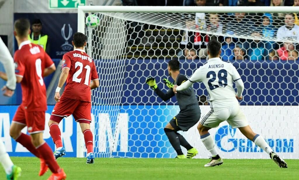 PERLESCORING: Marco Asensios scoring mot Sevilla. Foto: AFP PHOTO / JONATHAN NACKSTRAND / NTB Scanpix