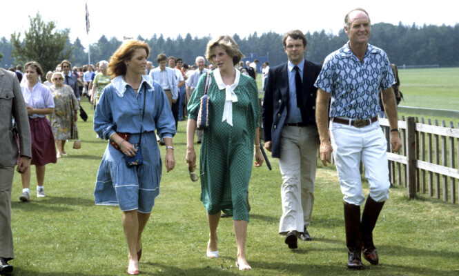 BLE ALLTID SAMMENLIGNET: Både pressen og publikum hyllet Dianas klesstil, mens Sarahs klær fikk dem til å dra på smilebåndet.