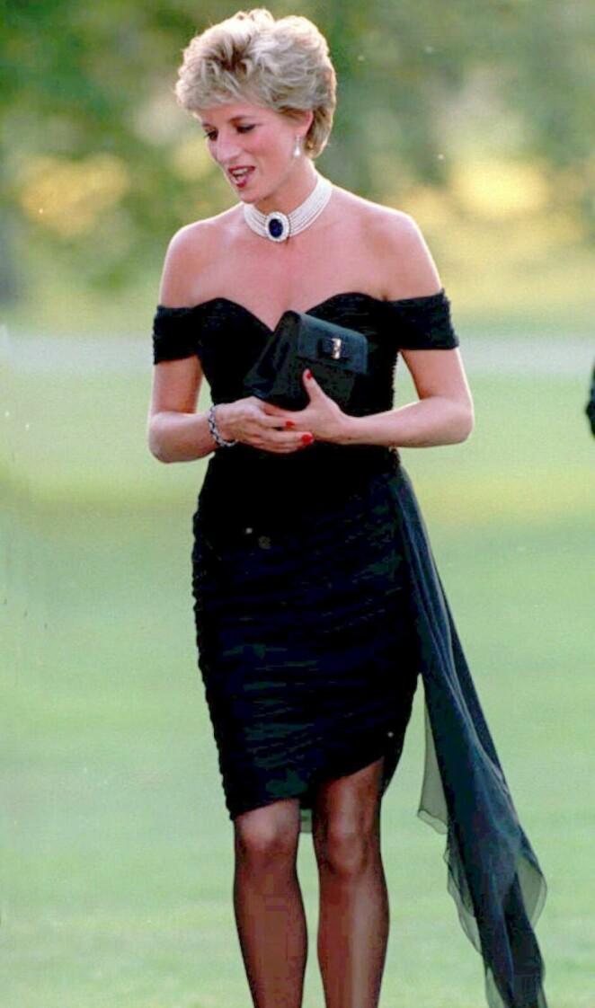 FREKK: Denne kjolen skapte oppstyr i 1994. Foto: AP, NTB scanpix