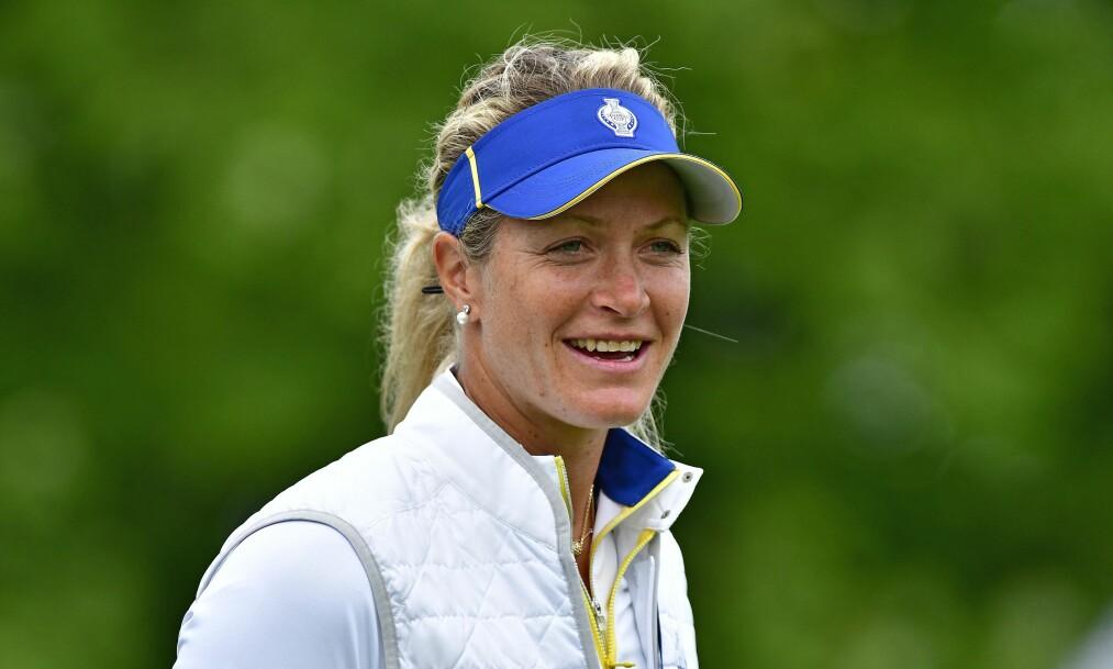 <strong>VENTER BARN:</strong> Golfspilleren Suzann «Tutta» Pettersen delte det første bilde av den voksende magen på ferie i Sverige. Foto: NTB Scanpix