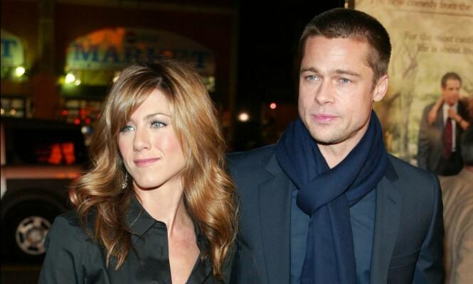 GIFT I FEM ÅR: Jennifer Aniston og Brad Pitt gikk hver til sitt etter fem år som mann og kone. Her avbildet i 2004. Foto: NTB Scanpix