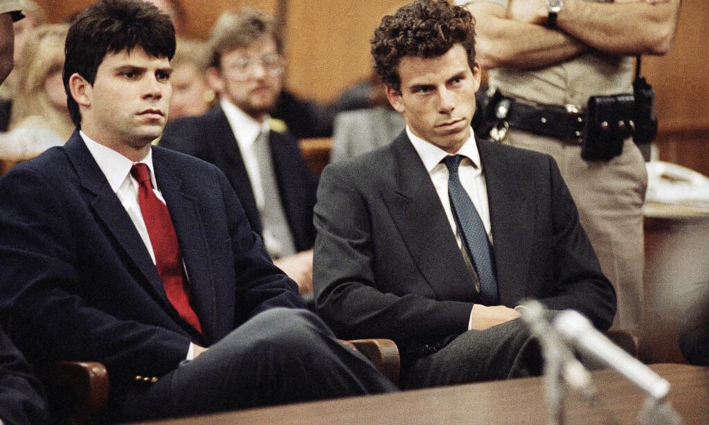 BRØDRE: Lyle og Erik Menendez avbildet i en rettssal i 1990. Foto: Ap/Nick UT/NTB Scanpix