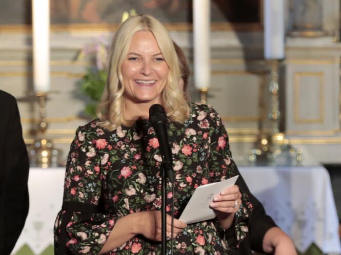 ENGASJERT: Kronprinsesse Mette-Marit i Dypvåg kirke i forbindelse med Litteraturtoget tidligere i år. Foto: Lise Åserud / NTB scanpix
