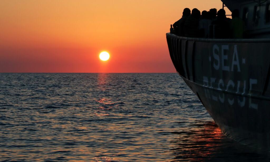 FÆRRE BÅTER: I går ble over 200 flyktninger og migranter reddet ombord på båten til organisasjonen Proactiva Open Arms, etter å ha blitt sendt ut fra Libya, i retning Europa. Men langt færre ankommer Italia i juli måned enn de foregående årene. Foto: Yannis Behrakis / Reuters / Scanpix