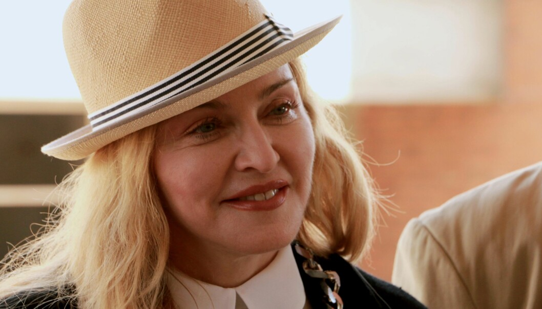 SEKS BARN: For første gang har Madonna delt et familiebilde sammen med sine seks barn, etter at hun tidligere år adopterte tvillinger. Foto: AFP