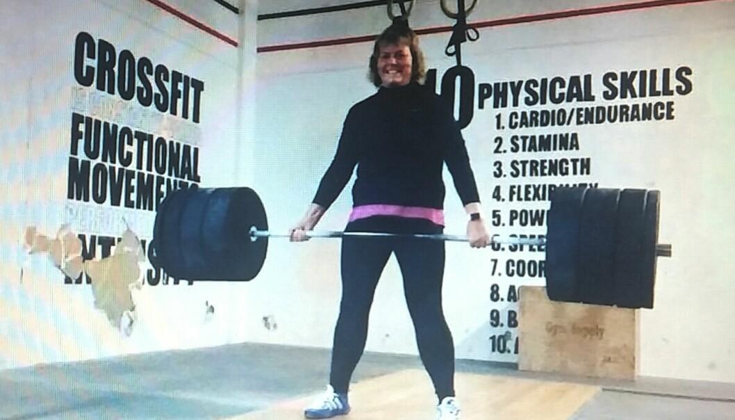 LØFTER TUNGT: Marianne driver med styrkeløft. Nå drømmer hun om å løfte 150 kilo - som er det samme hun en gang veide. FOTO : PRIVAT