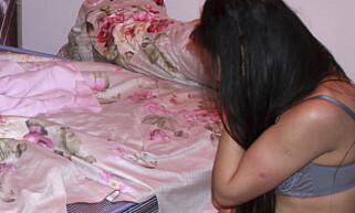 MENNESKEHANDEL: For to år siden hvisket ei jente om hjelp da hun ringte politiets nødnummer fra Skarnes. Hun var innelåst i en leilighet hun bare forlot når bakmennene solgte henne som prostituert. Illustrasjonfoto: REUTERS/Stringer