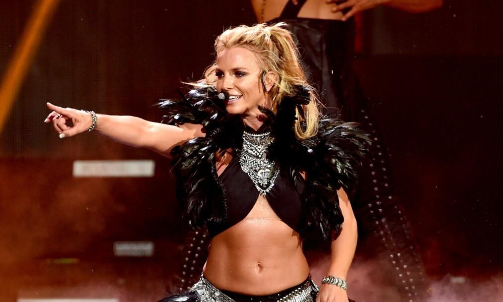 BRITNEY SPEARS: Britney Spears gir et stikk til pressen og overrasker alle med en coverlåt hvor hun faktisk synger. FOTO: NTB Scanpix