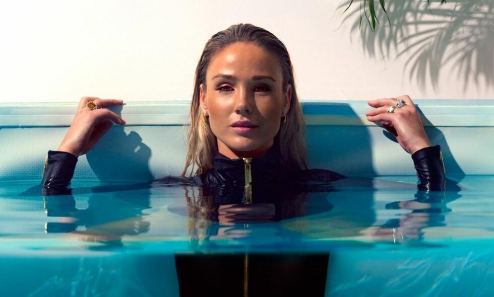 RACHEL NORDTØMME: Rachel Nordtømme er på coveret i nyeste KK, fotografert i selveste SKAM-bassenget. FOTO: Stephen Butkus