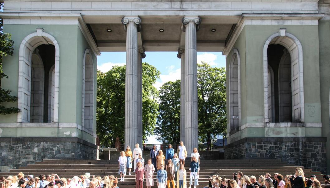 OSLO RUNWAY: Iben viste frem sin kolleksjon ved Deichmanske bibliotek i Oslo.