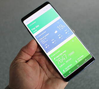 <strong>GOD PLASS:</strong> Skjermen er så stor at Samsung har bakt inn en ny funksjon for letter å kjøre to apper samtidig - side om side. Foto: Bjørn Eirik Loftås