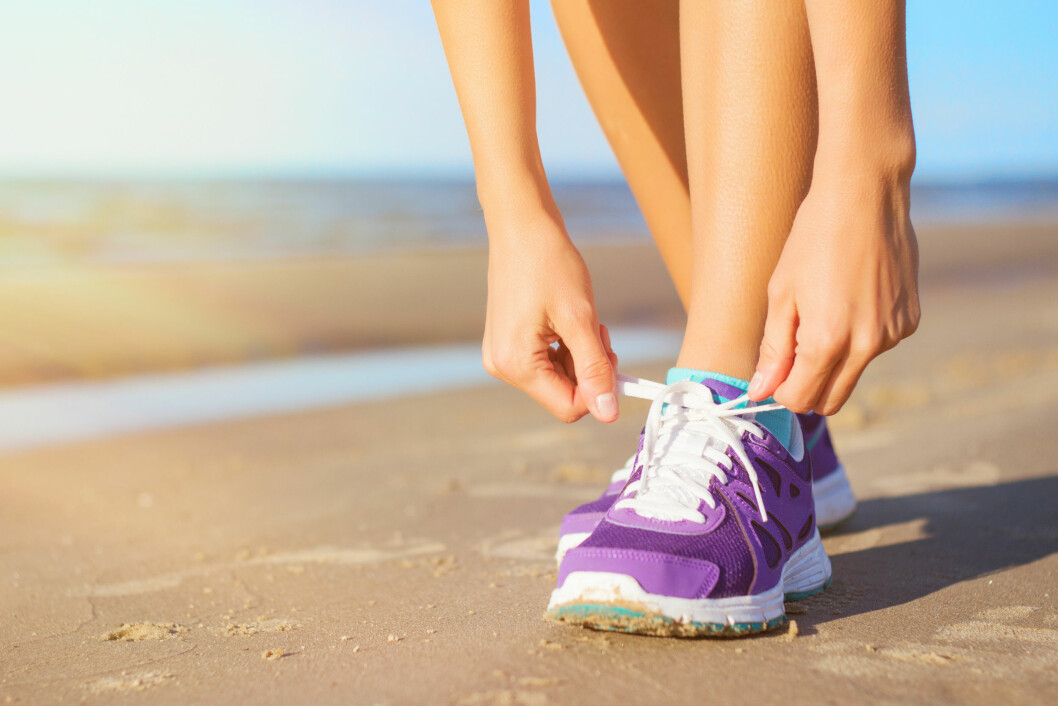 TA SATS: Det er bare å knyte på seg skoene og ta deg en løpetur. Det kan gi deg bedre humør, bedre nattesøvn og bedre helse.  Foto: Kaspars Grinvalds - Fotolia