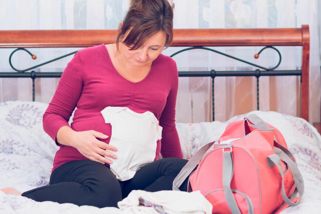PAKK I GOD TID: Det anbefales at du pakker sykehusbagen din omtrent tre uker før termindatoen. Da har du som regel god tid til å sørge for at det viktigste er med.  Foto: Przemek Klos - Fotolia
