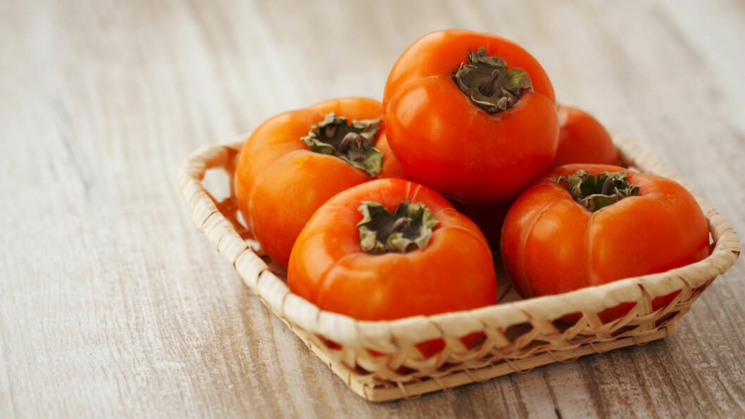 SHARON: Ikke hørt om det før? Frukten er en god kilde til kostfiber, og ser ut som en liten, oransje tomat. Smaken minner litt om plomme, og du kan spise den som den er, eller bruke den i en salat. Foto: seredan - Fotolia