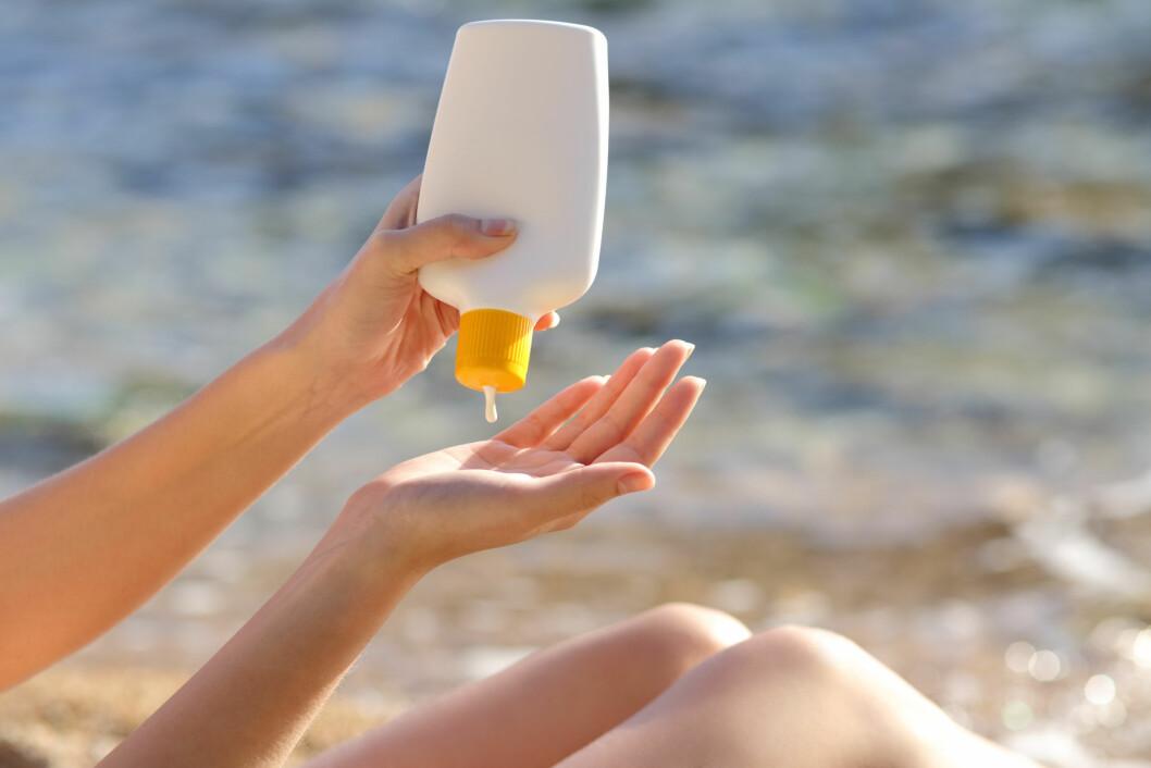 GAMMEL SOLKREM: Du kan fint bruke solkremen du kjøpte i fjor dersom du har oppbevart den riktig.    Foto: Antonioguillem - Fotolia