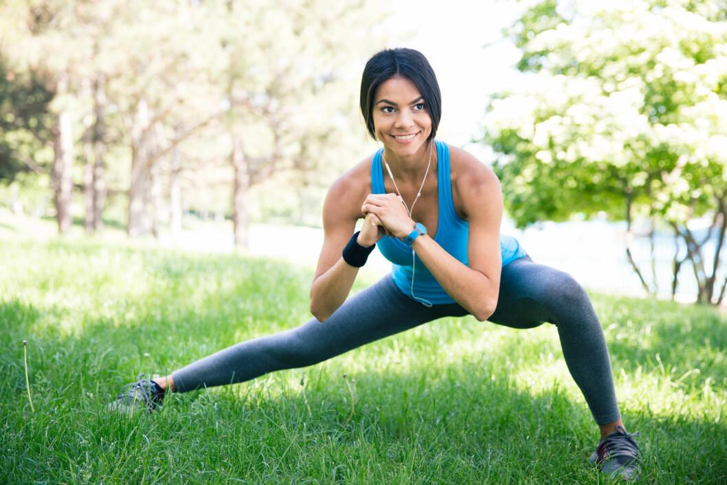 GÅ FOR DYNAMISK: - Dynamisk tøying er å anbefale før trening da det kan forbedre teknikken og redusere skaderisikoen under øvelsen. Ved å gjøre øvelsene korrekt og med fullt bevegelsesutslag øker du belastningen på muskelen under arbeid, forteller Vinjor. Foto: vadymvdrobot - Fotolia