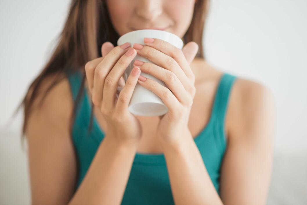 AVHENGIG AV KAFFE: Et must om morgenen for mange, bare vær klar over at koffein kan sitte i kroppen i mange timer.  Foto: NTB Scanpix