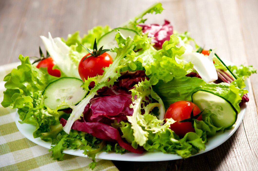 SALAT: Blodsukkernivået steg mindre da testpersonene spiste salat først. Nå skal forskerne se nærmere på hva sammenhengene kan være. Foto: NTB Scanpix