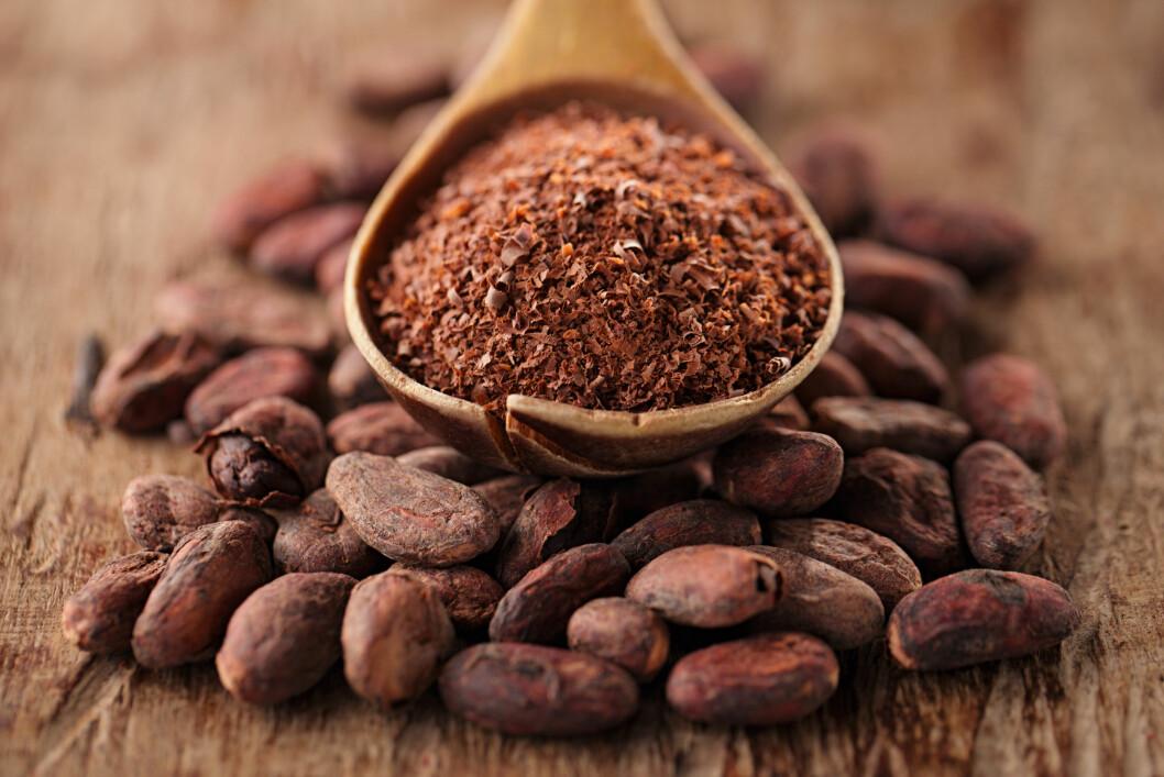 RÅ SJOKOLADE: I motsetning til vanlig, mørk sjokolade blir ikke rå sjokolade brent - noe som gjør at den inneholder enda flere fordelaktige næringsstoffer. Foto: Elena Moiseeva - Fotolia