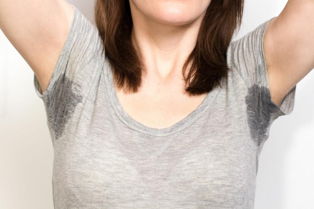 <strong>SVETTER MYE:</strong> Mange med overdreven svetting må skifte klær flere ganger om dagen.  Foto: dandaman - Fotolia