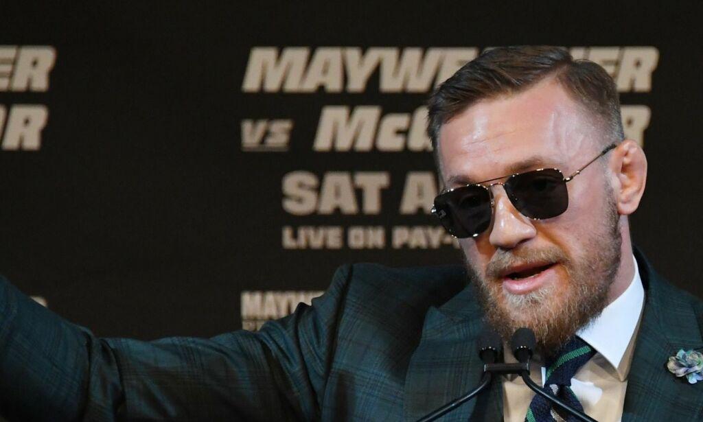 image: Conor McGregor forsøkte å latterliggjøre Mayweather på pressekonferansen, men hadde ikke ventet seg reaksjonen fra boksemesteren