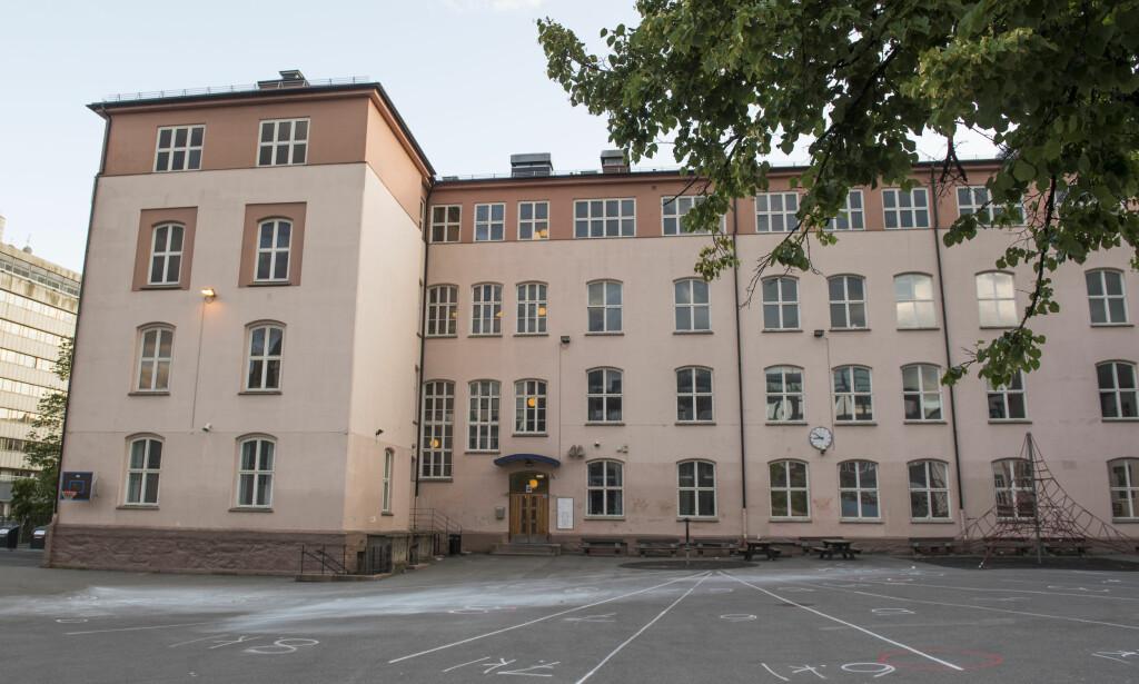 SKAL RIVES: Ruseløkka skole i Oslo. Men i mai i år kom plutselig NTNU på banen, skriver artikkelforfatter. Foto: Jon Olav Nesvold / NTB scanpix