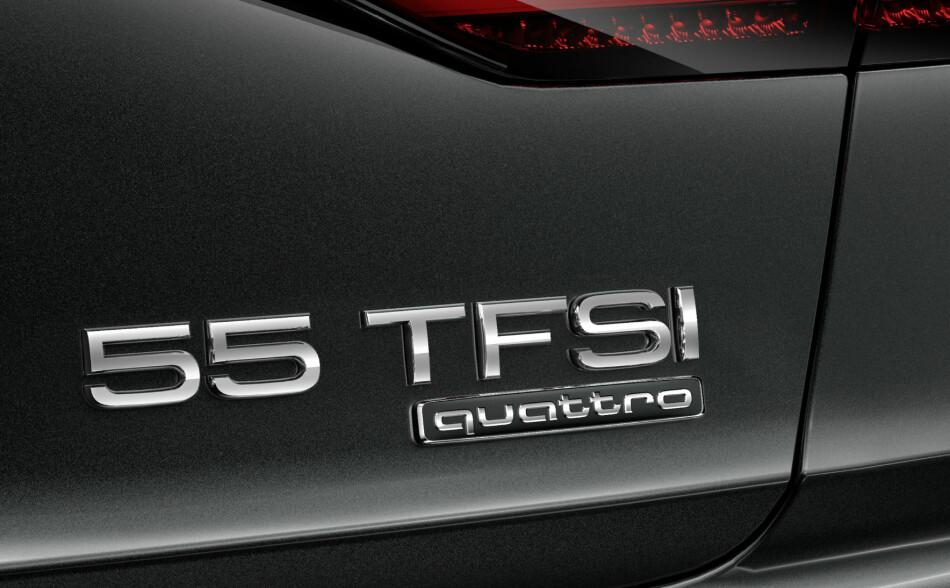 HVA BETYR DET? Her ser vi en del av bagasjeluken til nye Audi A8. Det vil nok forvirre en del audi-kjennere etterhvert at 3.0 TFSI er blitt til 55 TFSI. Spørsmålet er, hvorfor? Foto: Audi