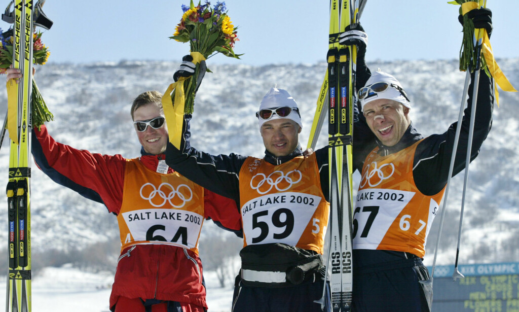 FRIKJENT: Andrus Veerpalu (i midten), som her vant OL-gullet foran Frode Estil og Jaak Mae i Salt Lake City i 2002, avga en positiv dopingprøve og ble utestengt i tre år, før han ble frifunnet i CAS. Foto: REUTERS/Kevin Lamarque