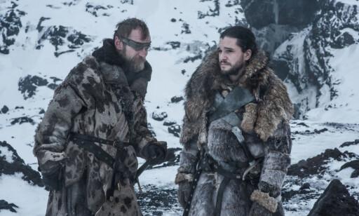 GJENFØDT: Både Beric Dondarrion og Jon Snow har dødd og blitt gjenopplivet i serien. Er det noen som våker over dem? Foto: HBO NORDIC