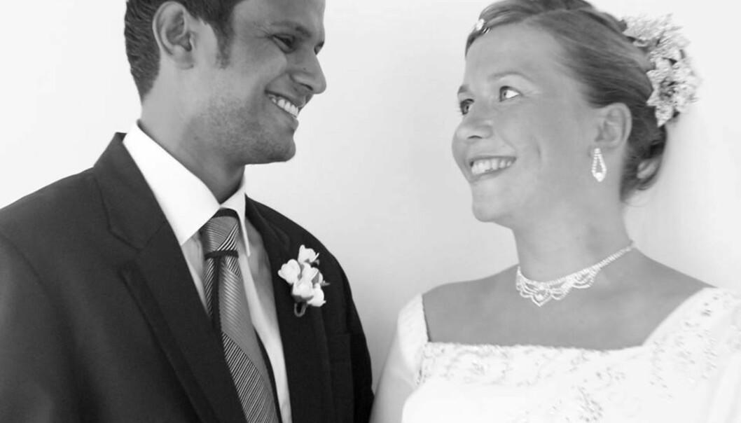 Møtte ektemannen på Sri Lanka: Merete og Dinesh giftet seg i 2013, og overrasket familie og venner med bryllupsbilde i posten. (Foto: Privat)