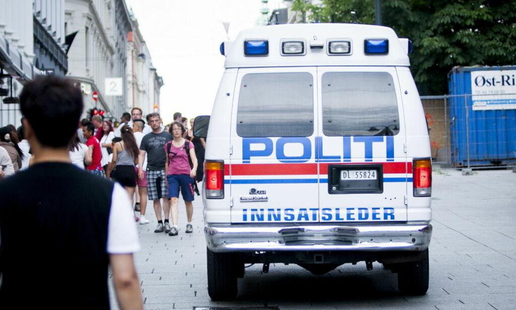 image: Det eneste jeg opplever av politi på Karl Johans gate er hestepærene som jevnlig ligger igjen i gata