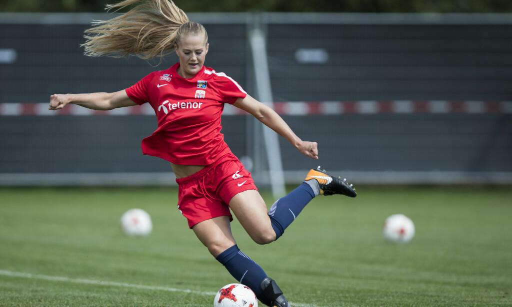 STORSCORER: Røa-spiller Lisa-Marie Karlseng Utland er toppscorer i årets utgave av Toppserien. Tidligere i sommer var hun med landslaget til fotball-EM i Nederland. Foto: Berit Roald / NTB scanpix