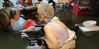 image: Beboere på gamlehjem i Texas ble sittende i flomvann mens de ventet på å bli reddet