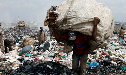 image: Kenya forbyr plastposer