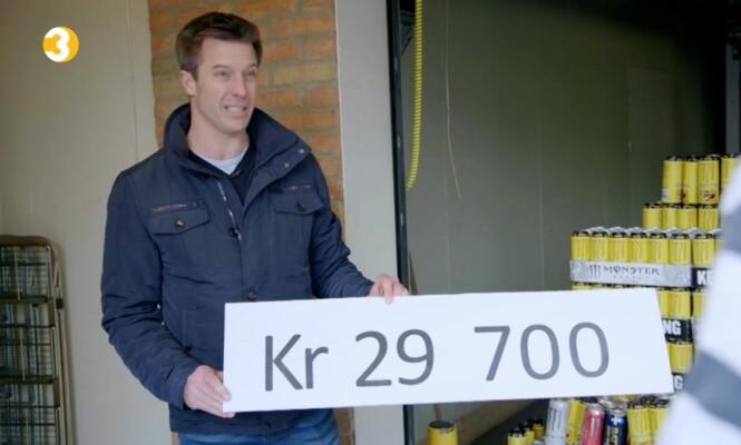 FÅR SJOKK: Raymond får sjokk når psykologen Robert Spear konfronterer han med det årlige energidrikk-forbruket. Foto: TV3