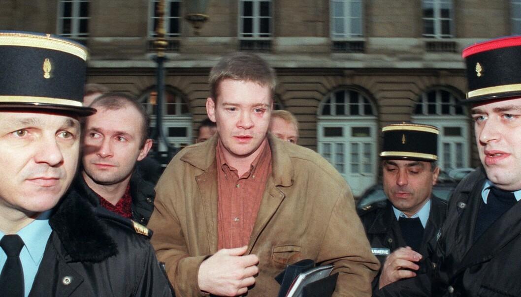 FIKK LIVET SNUDD PÅ HODET: Den britiske livvakten Trevor Rees-Jones var den eneste overlevende etter bilulykken i Paris, som kostet prinsesse Diana og to andre mennesker livet. I dag er det få som hører fra ham. Her fra desember 1997, på vei inn til en høring om ulykken. Foto: Ap / NTB Scanpix