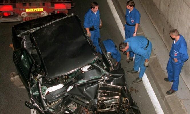 SMADRET: Bilulykken i Paris for 20 år siden kostet prinsesse Diana, Dodi Al-Fayed og sjåføren Henri Paul livet. Livvakten Trevor Rees-Jones, som satt foran i passasjersetet, overlevde sammenstøtet. Verken han eller de andre i bilen hadde på seg setebelte. Foto: Jerome Delay / AP / NTB Scanpix