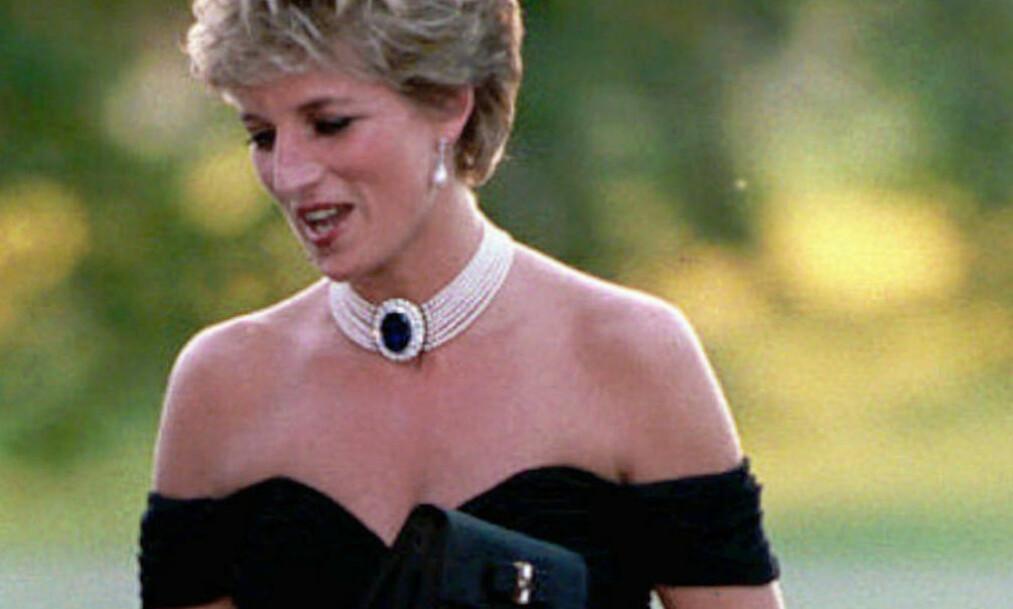 DIANA SJOKKERTE: Prinsesse Diana ankom en veldedighetsmiddag i denne kjolen like etter at prins Charles innrømte utroskap. Foto: Scanpix